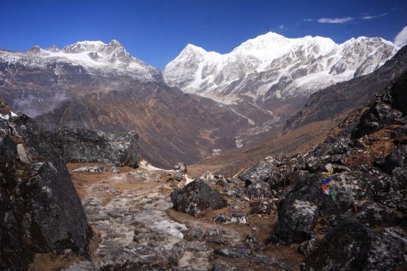 Dzongri pass