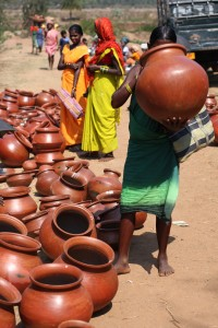 Pots for sale in Tokapal market